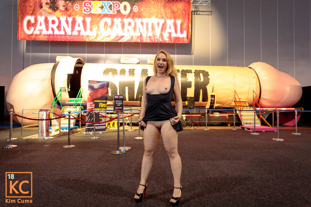 Sexpo Out and About Shafter Flashing Cunt